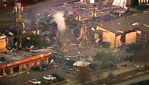 Gran explosión en Houston estremece edificios y provoca una lluvia de escombros