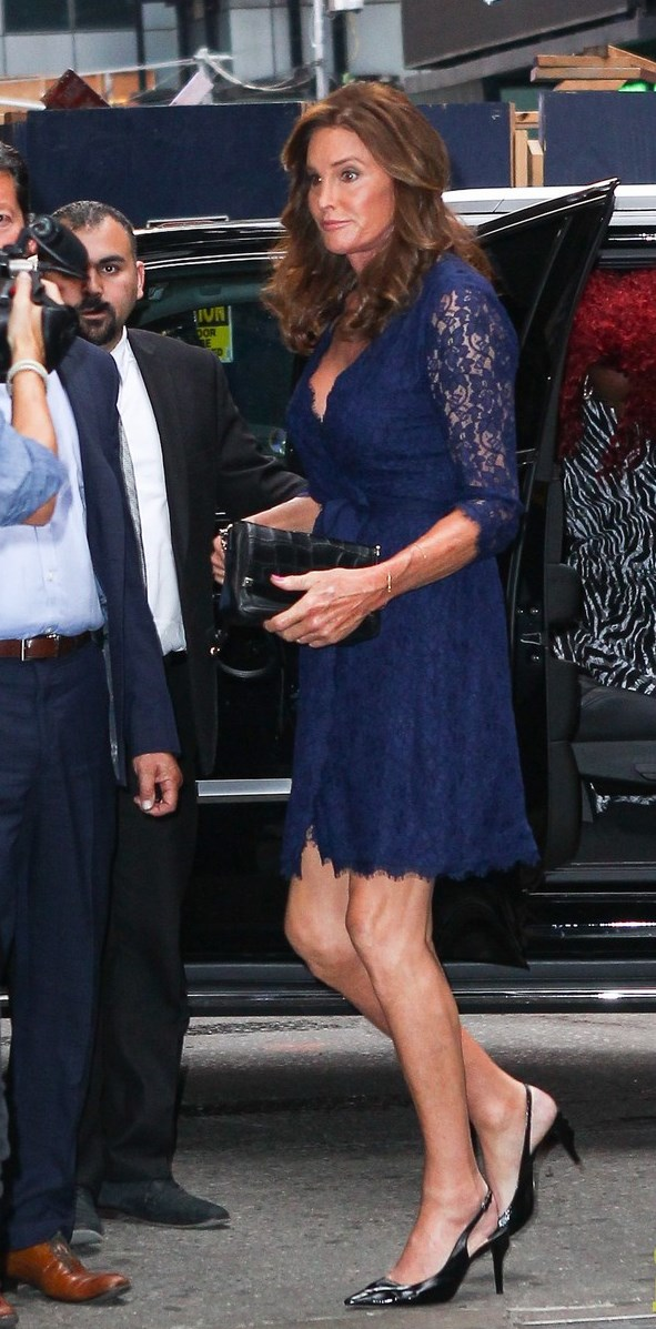 caitlyn-jenner-flaunts-some-cleavage-for-broadway-night-15