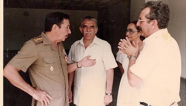 Raúl Castro, Gabriel García Márquez y Norberto Fuentes. Colección Norberto Fuentes