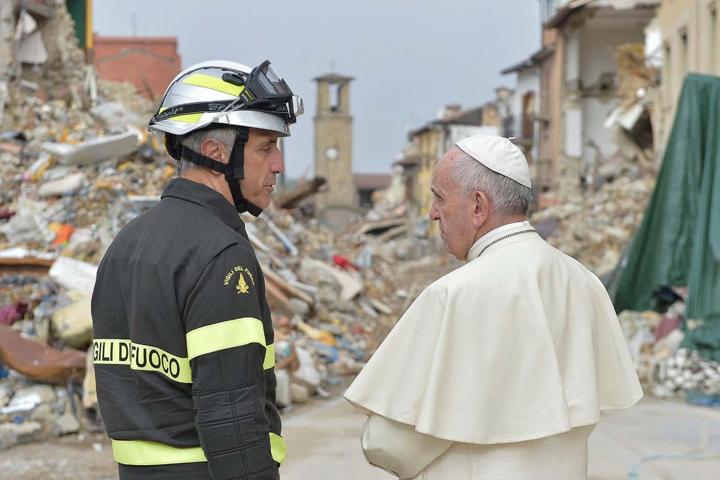 2016-10-04T084638Z_1151397759_S1BEUEZTBAAB_RTRMADP_3_POPE-AMATRICE-QUAKE