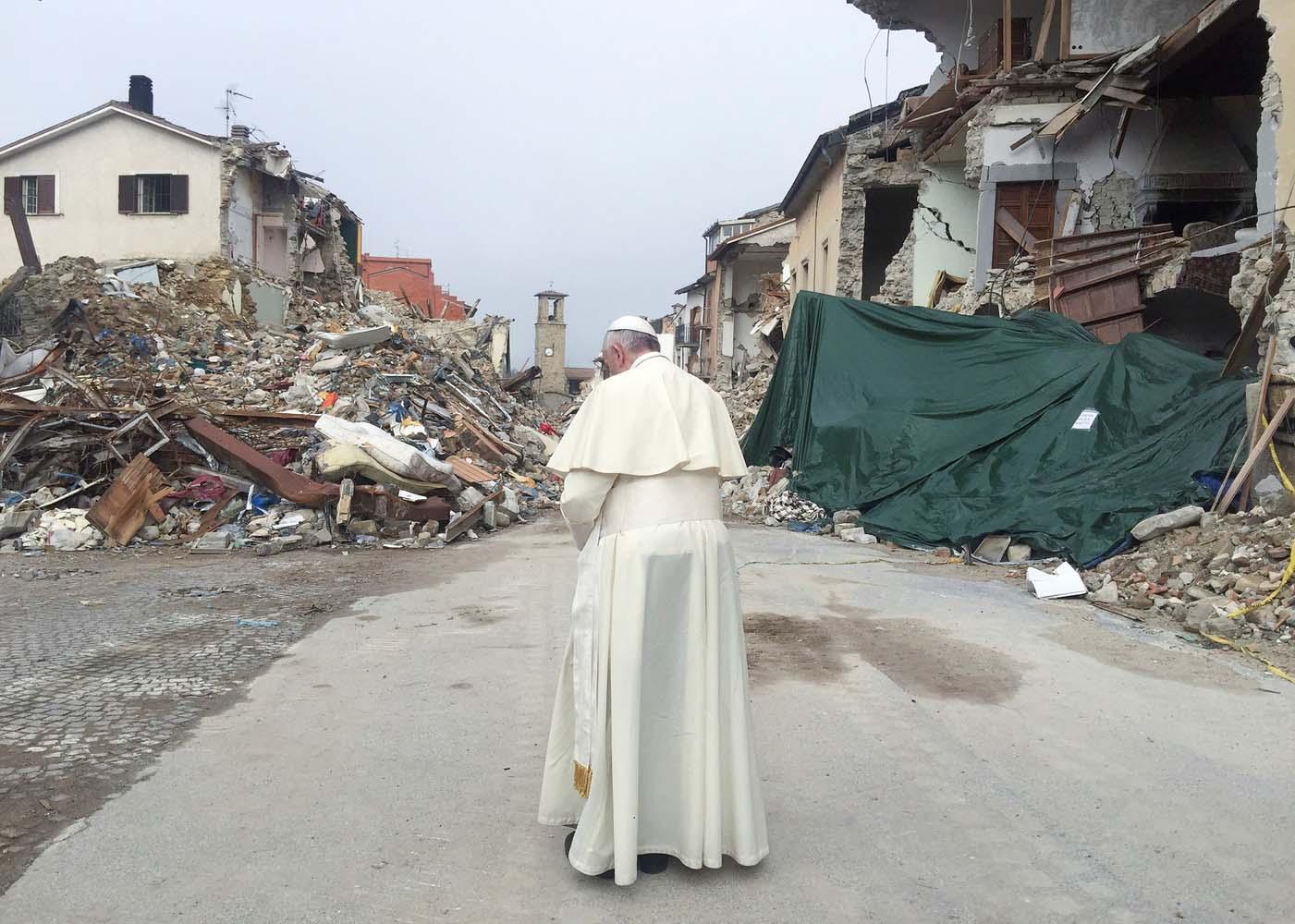 2016-10-04T091136Z_18020115_S1BEUEZVGQAA_RTRMADP_3_POPE-AMATRICE-QUAKE