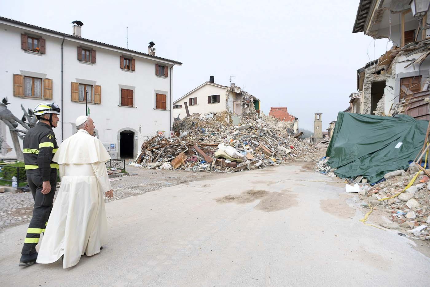 2016-10-04T094930Z_902052095_S1BEUEZYQCAA_RTRMADP_3_ITALY-QUAKE-POPE
