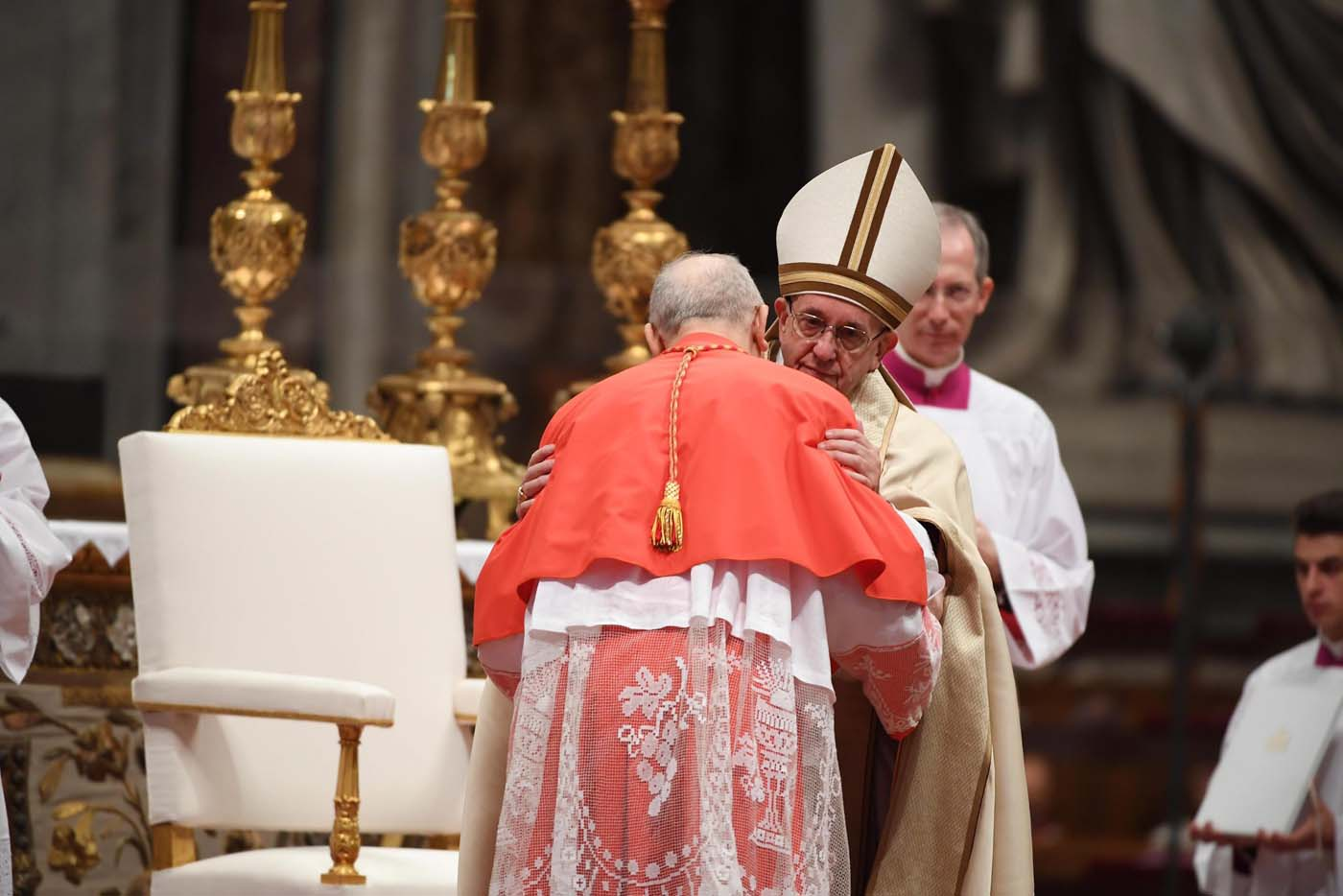 . Vatican City (Vatican City State (holy See)), 19/11/2016.- Pope Francis (C) during the Consistory ceremony in Vatican, 19 November 2016. Pope Francis has named 17 new cardinals, 13 of them under age 80 and thus eligible to vote in a conclave to elect his successor. (Papa) EFE/EPA/MAURIZIO BRAMBATTI
