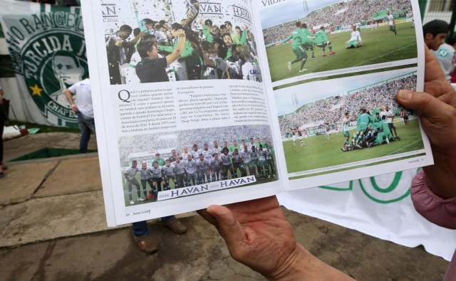 A fan of Chapecoense soccer team shows a magazine of the team in front of the Arena Conda stadium in Chapeco, Brazil, November 29, 2016. REUTERS/Paulo WhitakerFOR EDITORIAL USE ONLY. NO RESALES. NO ARCHIVES