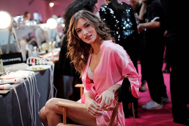 Model Grace Elizabeth gets ready backstage before the Victoria's Secret Fashion Show at the Grand Palais in Paris, France, November 30, 2016. REUTERS/Benoit TessierFOR EDITORIAL USE ONLY. NOT FOR SALE FOR MARKETING OR ADVERTISING CAMPAIGNS