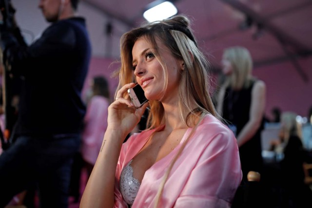 Model Flavia Lucini gets ready backstage before the Victoria's Secret Fashion Show at the Grand Palais in Paris, France, November 30, 2016. REUTERS/Benoit Tessier FOR EDITORIAL USE ONLY. NOT FOR SALE FOR MARKETING OR ADVERTISING CAMPAIGNS