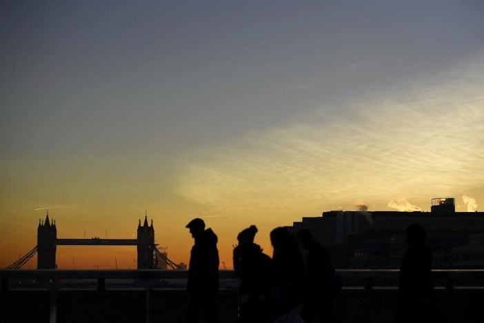 Commuters make their way across the London Bridge as the sun rises over London, Britain November 30, 2016. REUTERS/Dylan Martinez TPX IMAGES OF THE DAY