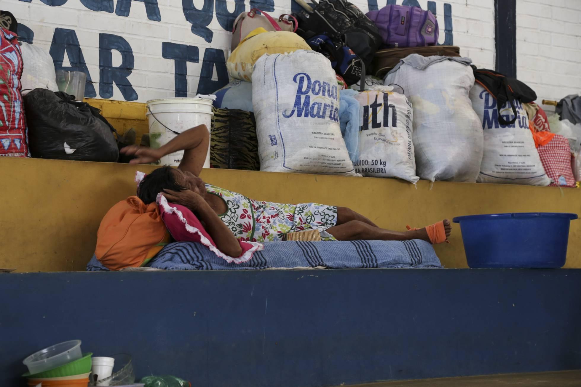 Una de las inmigrantes venezolanas alojada en un polideportivo de la ciudad de Boa Vista (Brasil). L. C