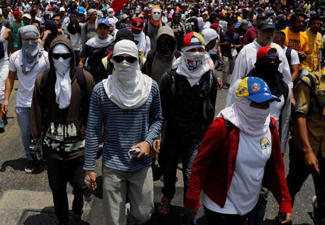 Demonstrators rally against Venezuela's President Nicolas Maduro's government in Caracas, Venezuela April 10, 2017. REUTERS/Carlos Garcia Rawlins