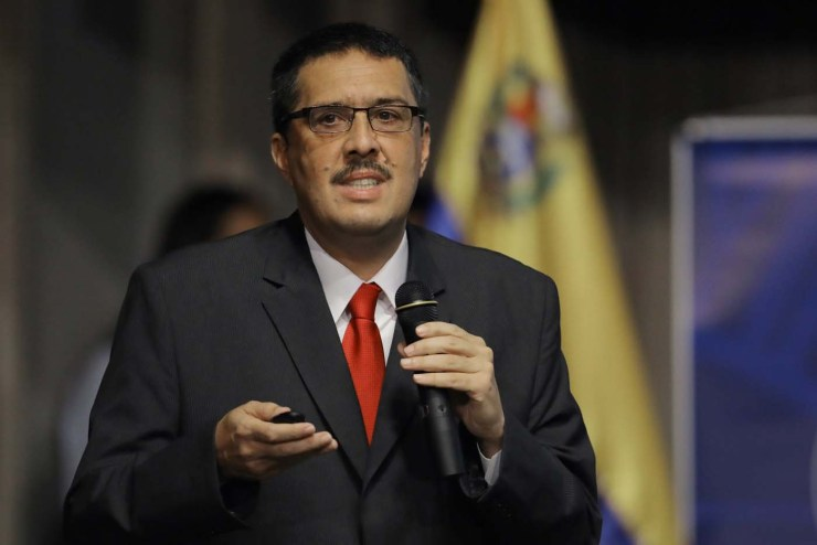 Ramon Lobo, Venezuela's Economy Vice President speaks during a press briefing at the Venezuelan Central Bank in Caracas, Venezuela May 23, 2017. REUTERS/Carlos Barria