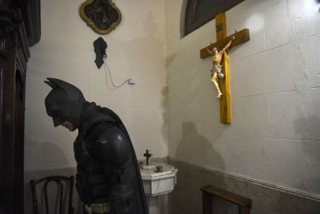 Argentine Batman, leaves the chapel after praying at the 'Sor Maria Ludovica' children's Hospital in La Plata, 60 kilometres south of Buenos Aires, on June 2, 2017.  The Argentine Batman has made La Plata children's hospital a target of laughter and treats against pain. / AFP PHOTO / Eitan ABRAMOVICH