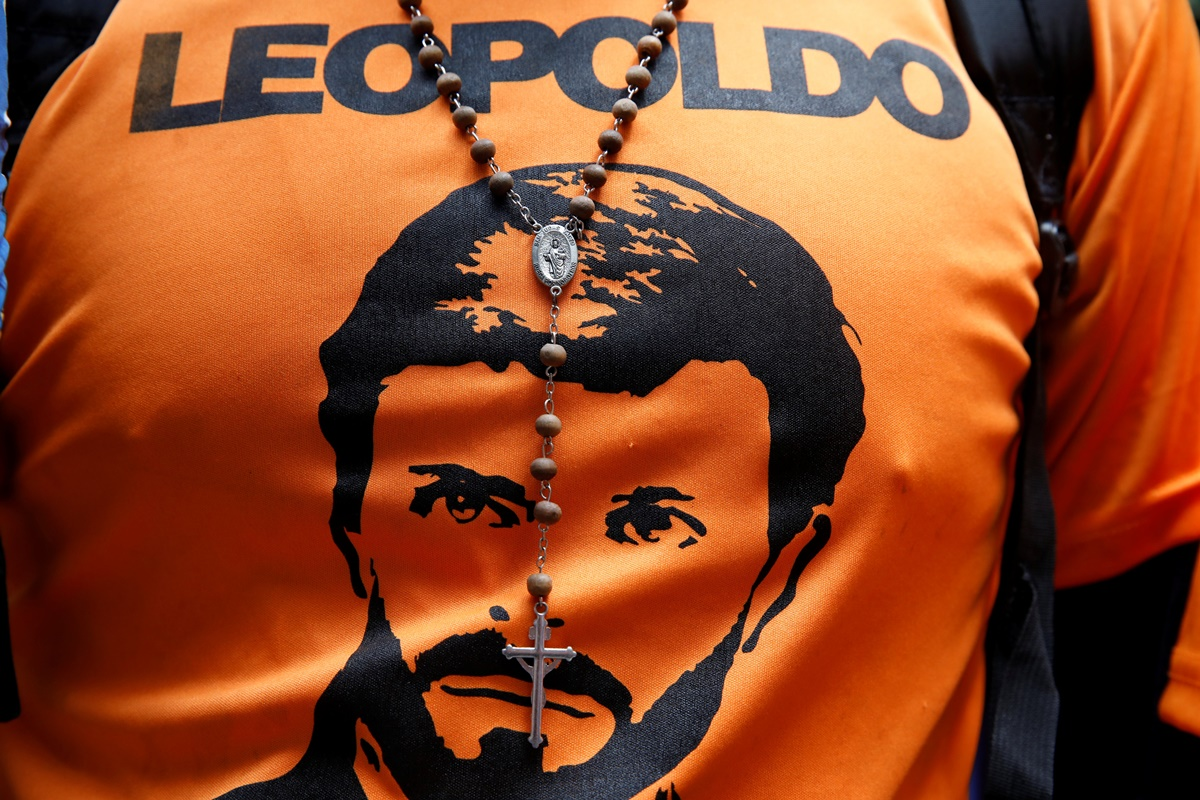 An image of Venezuela's opposition leader Leopoldo Lopez, who has been granted house arrest after more than three years in jail, is seen on a supporter in front of Lopez's house in Caracas, Venezuela July 9, 2017. REUTERS/Carlos Garcia Rawlins