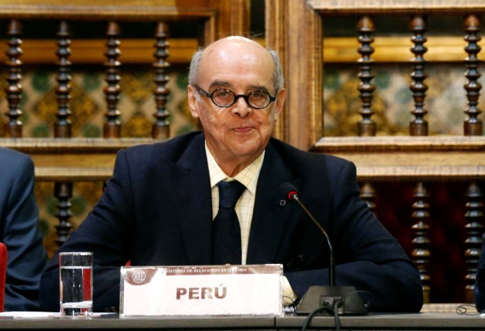 Peru's Foreign affair minister Ricardo Luna attends a meeting with foreign affairs ministers and representatives from across the Americas to discuss issues related to the Venezuelan crisis, in Lima, Peru August 8, 2017. REUTERS/Mariana Bazo