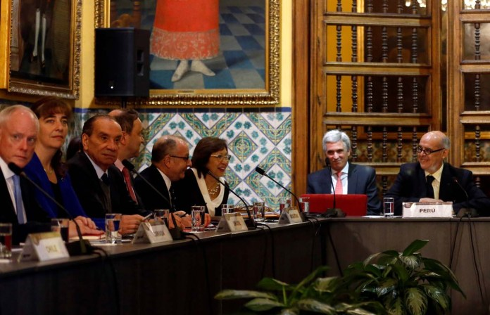 Peru's Foreign affairs minister Ricardo Luna (R) and foreign affairs ministers and representatives from across the Americas meet to discuss issues related to the Venezuelan crisis in Lima, Peru August 8, 2017. REUTERS/Mariana Bazo