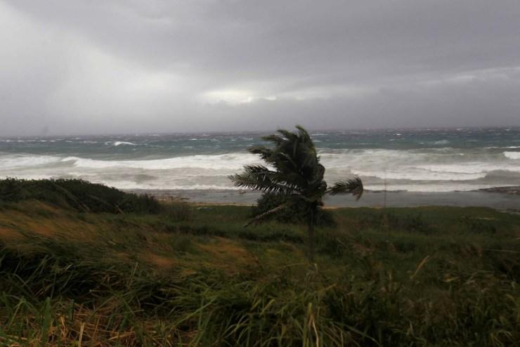 Waves crash against the shore as Hurricane Irma turns toward the Florida Keys on Saturday, in Havana, Cuba September 9, 2017. REUTERS/Stringer NO RESALES. NO ARCHIVES