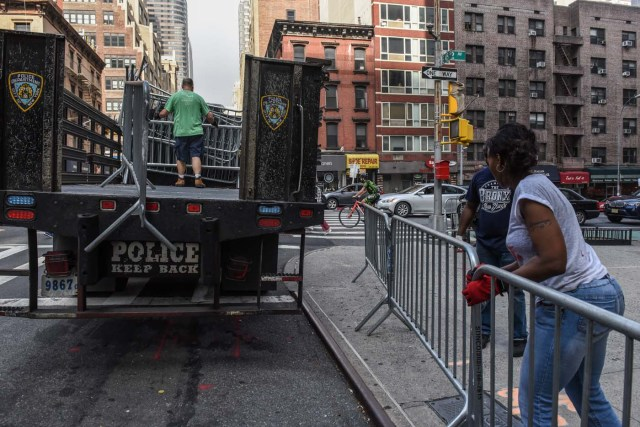 Members of the New York City police department unload barricades before the start of the United Nations General Assembly, in New York City, U.S. September 17, 2017. REUTERS/Stephanie Keith
