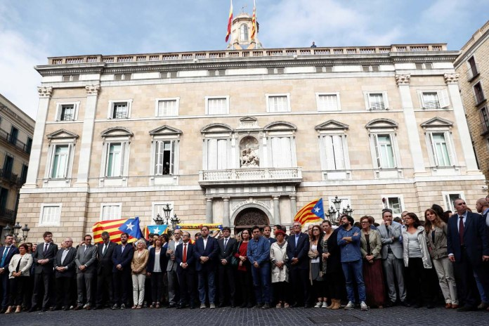Catalan President Carles Puigdemont and other regional government members stand with people in Plaza Sant Jaume as they join a protest called by pro-independence groups for citizens to gather at noon in front of city halls throughout Catalonia, in Barcelona, Spain October 2, 2017. REUTERS/Juan Medina