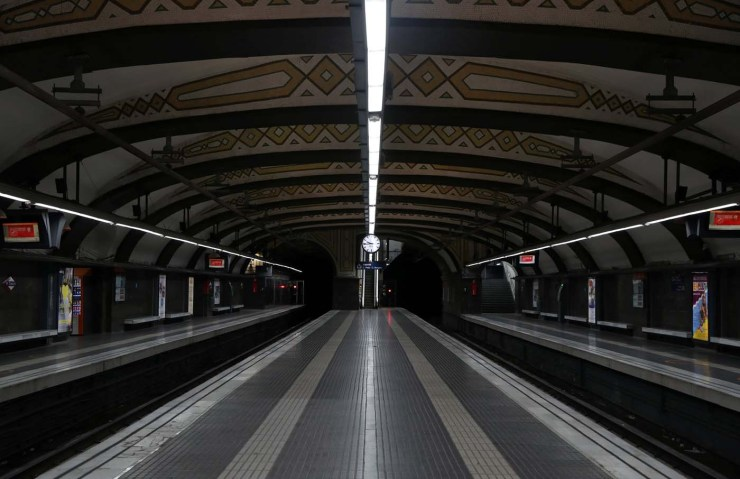 Empty platforms at Catalunya Square subway station are seen during a partial regional strike called by pro-independence parties and unions in Barcelona, Spain, October 3, 2017. REUTERS/Susana Vera