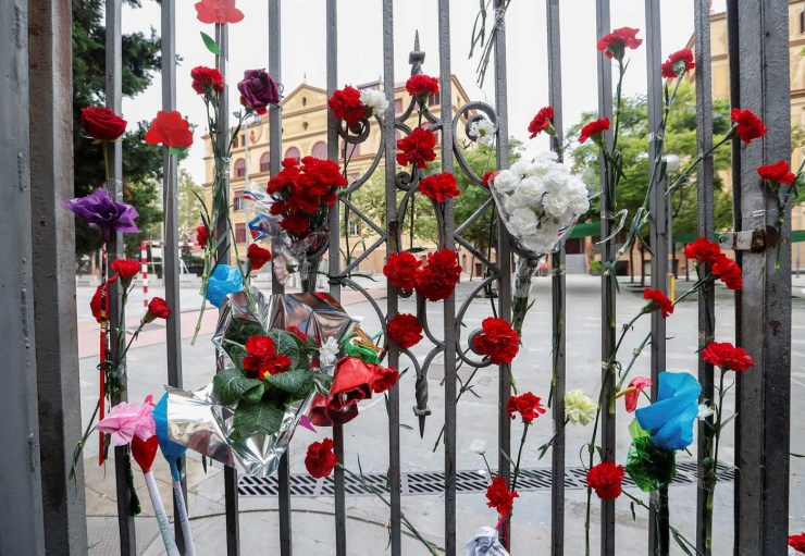 Flowers are placed on the gate of the Ramon Llull high school where Spanish police clashed with voters during the banned referendum in Barcelona, Spain October 3, 2017. REUTERS/Yves Herman