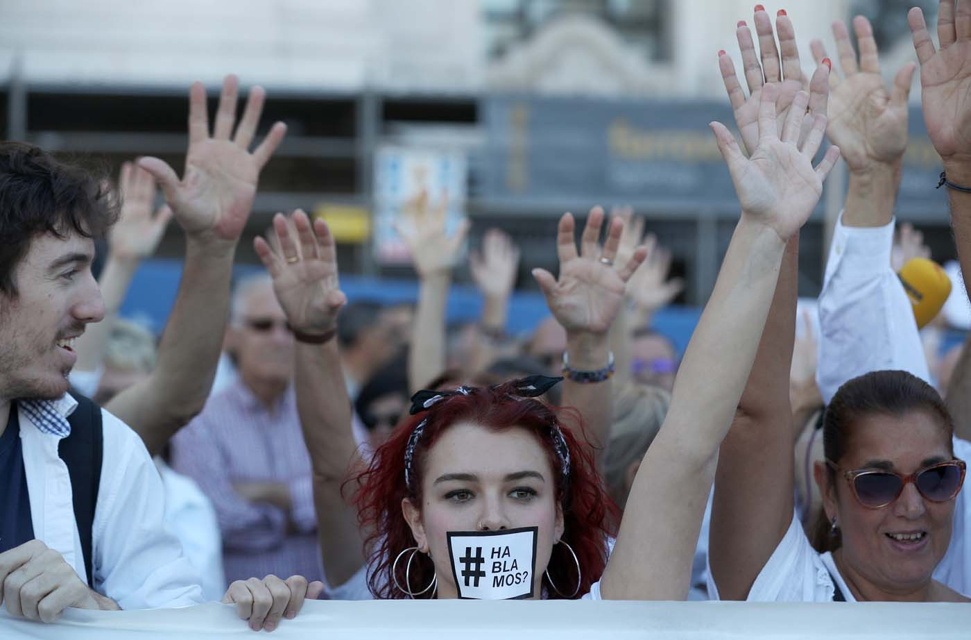 People take part in a demonstration in favour of dialogue to resolve Catalonia´s bid for independence, in Madrid, Spain, October 7, 2017. REUTERS/Sergio Perez