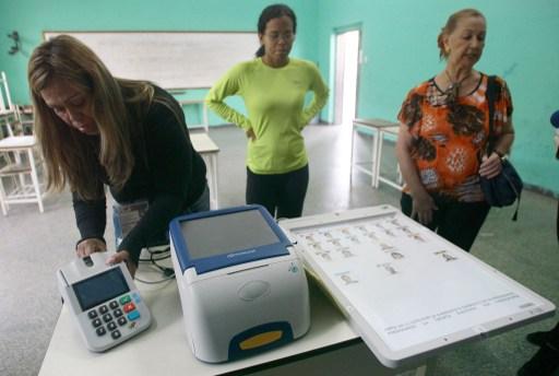 """Electores deben esperar imagen del candidato antes de presionar """"votar"""""""