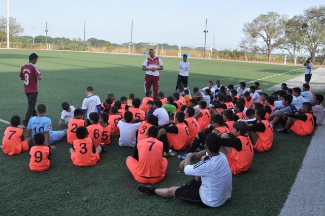 Escuela de Futbol Jua Arango dicto clinica a la Esc de Futbol Atle Valencia- FOTOS- Carlos Villasana   (8)