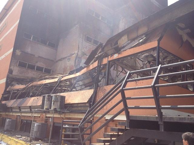 Son enormes los daños provocados por el incendio intencional a la Universidad Fermín Toro en Barquisimeto el 06 de mayo de 2014 / Foto Alfredo Alvarez
