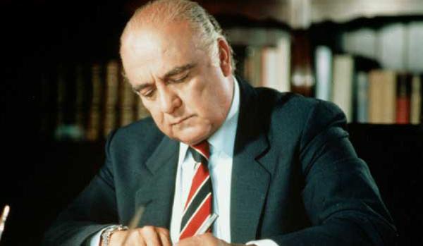 Jaime Ramón Lusinchi (Clarines, Anzoátegui, 27 de mayo de 1924 - Caracas, Venezuela, 21 de mayo de 2014)1 fue un médico pediatra y dirigente político venezolano. Fue Presidente de la República durante el período constitucional 1984-1989 y Senador Vitalicio de la República entre 1989 y 1993.