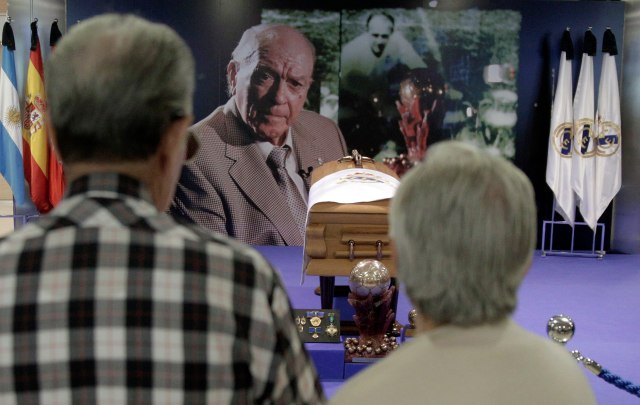 People pay their respects at the coffin of former Real Madrid player Di Stefano during his wake at Santiago Bernabeu stadium in Madrid