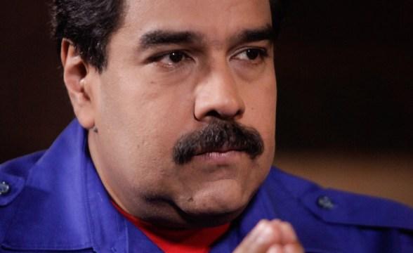 Maduro-rezando-980