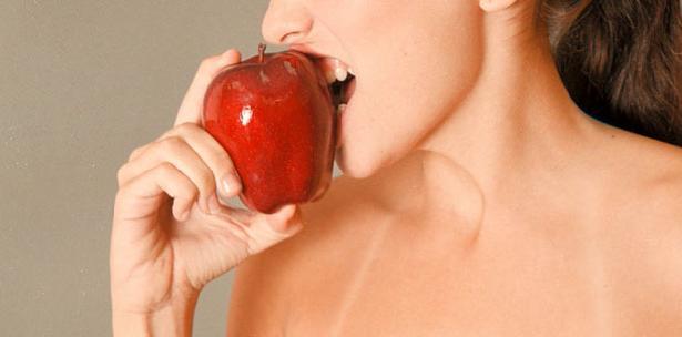 mujer manzana