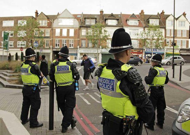 Policia-Streatham-Londres-Foto-Reuters_ECMIMA20110810_0076_4