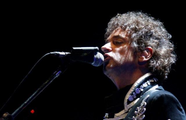Gustavo Cerati, (Buenos Aires, 11 de agosto de 1959 -ibídem, 4 de septiembre de 2014) Músico, cantautor, compositor y productor discográfico argentino.