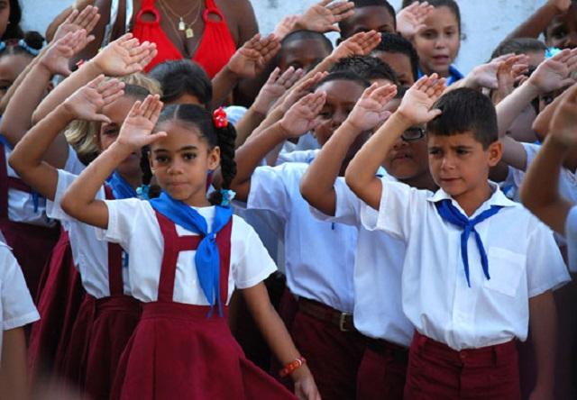 Con un desabastecimiento crónico, propio de la economía comunista, las familias cubanas libran una dura batalla contra los piojos en los niños / Foto cubayatwittea.blogspot.com