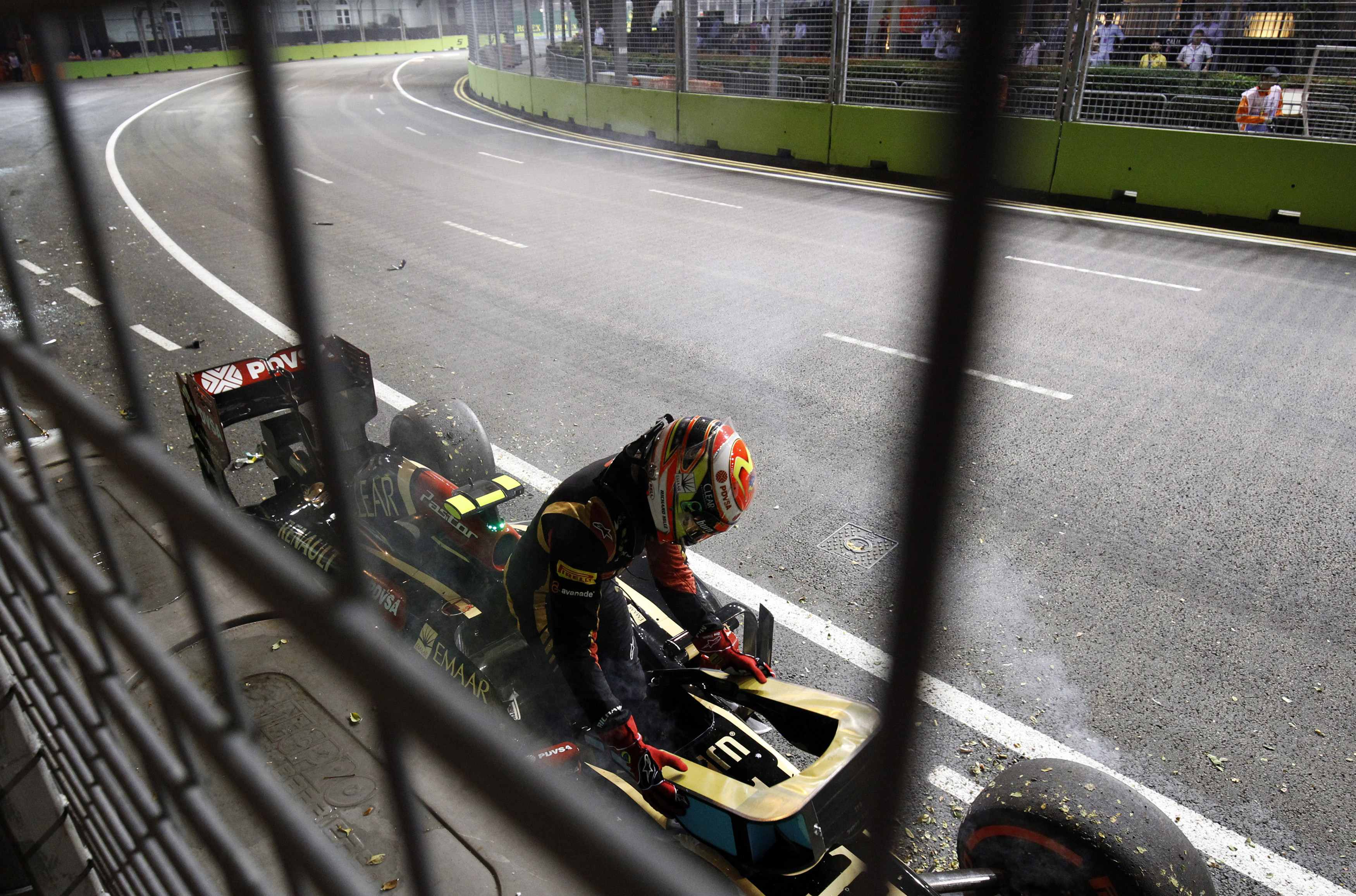 Circuito Singapur : Otra vez pastor maldonado choca en la práctica del circuito en