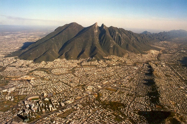 La ciudad de Monterrey, en Nuevo León, Mexico,  tiene  grandes posibilidades de convertirse en un clúster corporativo petrolero