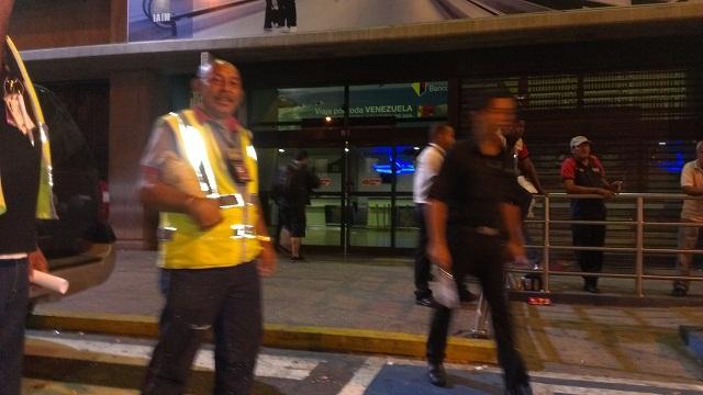 Terminal nacional del Aeropuerto de Maiquetía, 18 de noviembre de 2014 a las 8:12 pm / Foto DMB