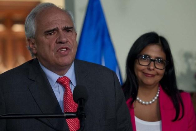 SAMPER: UNASUR NO AVALARÁ INTENTO DE DESESTABILIZAR DEMOCRACIA EN VENEZUELA