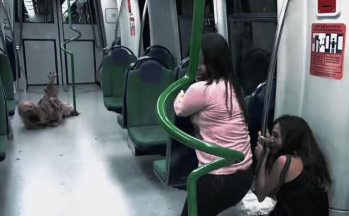 Foto: Zombies en el metro / Youtube