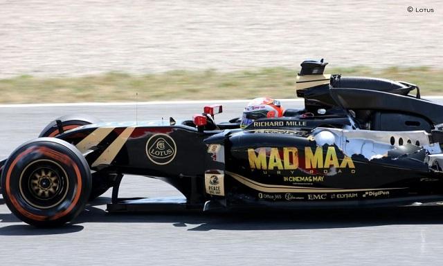Lotus rotuló sus carros con el nombre de la película Mad Max de Warner Bros para el GP de España. / maldonado abandóno por un problema en el alerón trasero