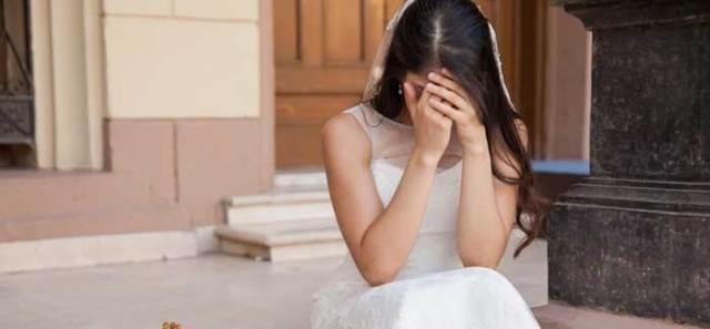Más-de-40-mujeres-son-plantadas-por-su-decorador-de-bodas