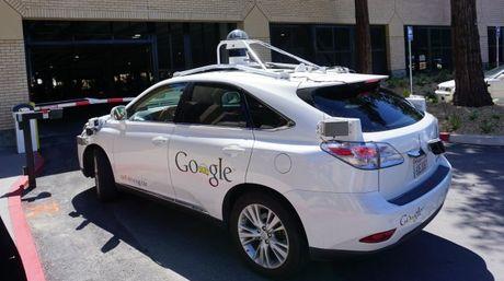 El gigante de Internet busca que la tecnología para construir autos inteligentes esté lista para el 2020