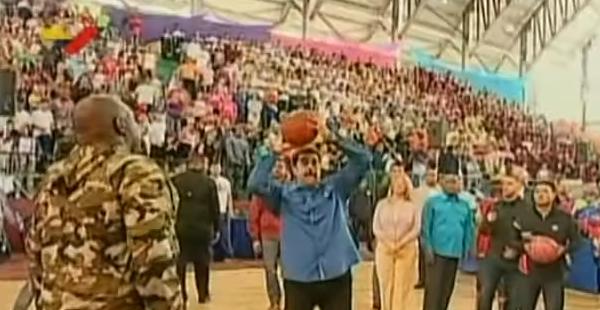 Nicolás Maduro en un evento deportivo. Captura de pantalla.