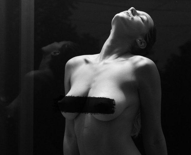 stefanierotzer 72600730 1018816165171063 8791842716259667159 n e1570889966225 - Stefanie Rötzer, la venezolana que se desnuda en Instagram por amor al arte (+ DIVINA)
