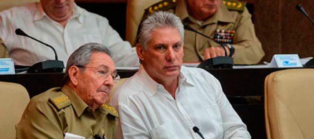 Miguel Diaz Canel y Raul Castro 890x395 c - !QUÉ COSA MA' GRANDE! En Cuba dieron el primer paso a la dolarización de la economía y los memes no podían faltar