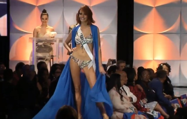 Screenshot 10 8 - La aparatosa caída de Miss Francia durante el desfile en trajes de baño (Video)