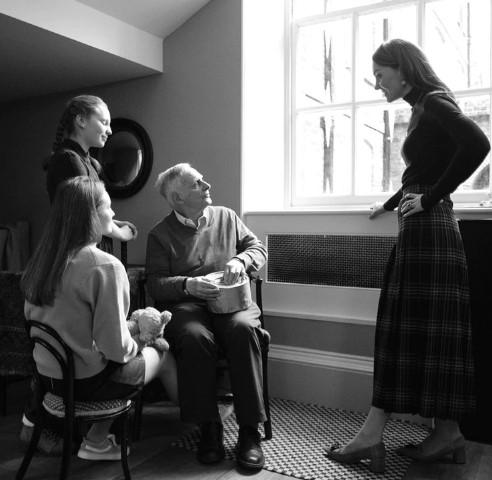 Screenshot 9 25 - Así son las impactantes fotos que Kate Middleton le tomó a sobrevivientes del Holocausto - #Noticias