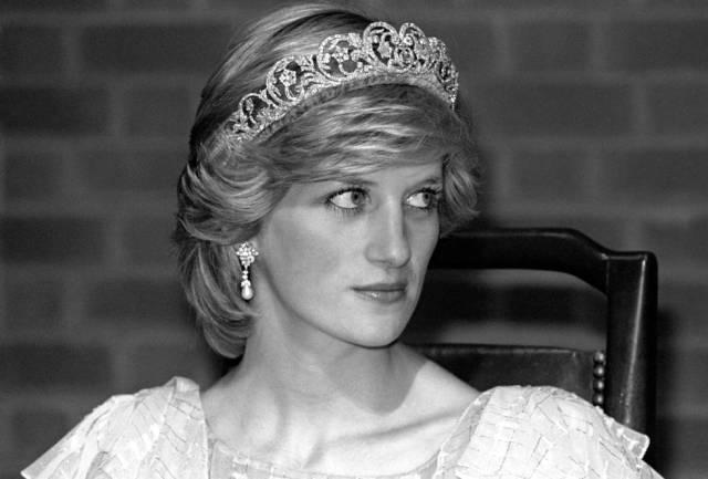 """diana de gales - Netflix muestra las primeras imágenes de Lady Di en la nueva temporada de """"The Crown"""" (Video)"""