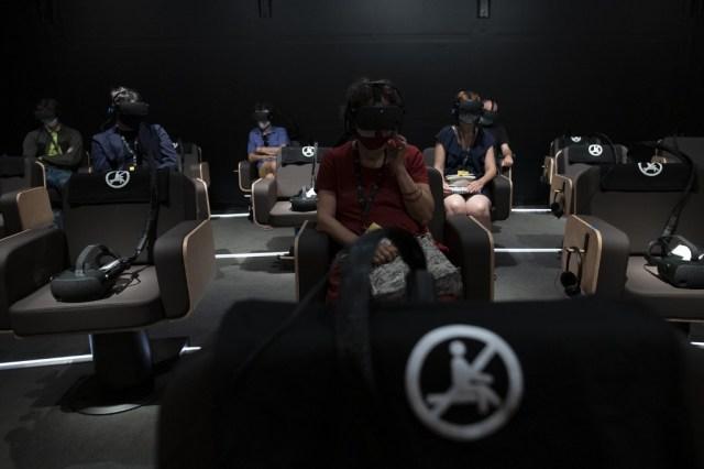 000 8PZ2LW - Con realidad virtual, Dudamel convierte al público en miembro de su orquesta (Fotos)