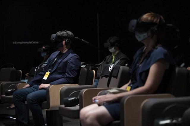 000 8PZ2LZ - Con realidad virtual, Dudamel convierte al público en miembro de su orquesta (Fotos)